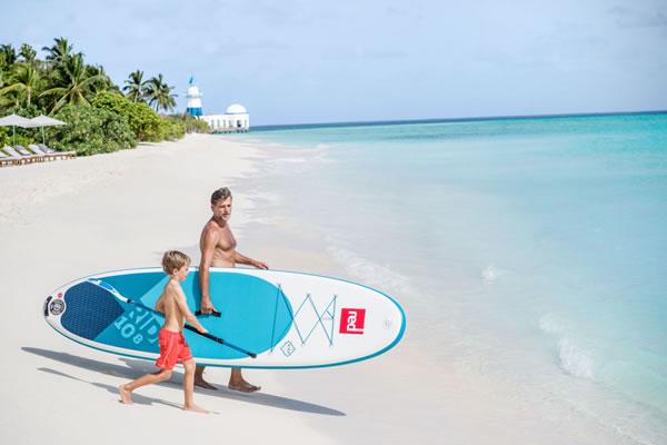 Father and Son go on SUP board ©InterContinental Maldives